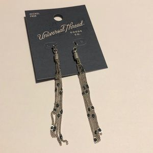 NWT universal thread earrings #308